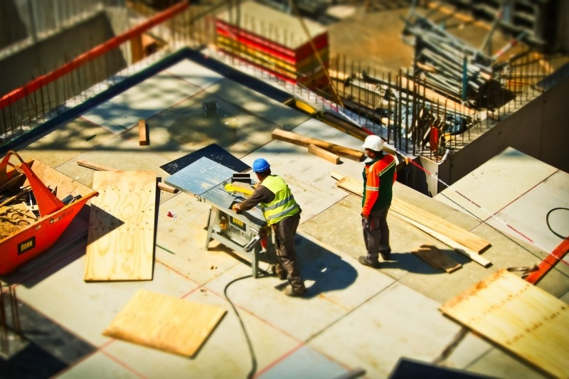 https://www.generaleimmobiliereneuf.com/sites/generaleimmobiliereneuf.com/files/styles/actualite-large/public/actualite/visuels/2-man-on-construction-site-during-daytime-159306.jpg?itok=fFTyIHPQ